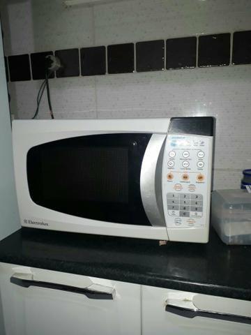 Vendo ou troco micro-ondas 20 litros - Foto 4