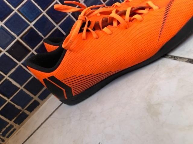 Chuteira Futsal Nike Mercurial Superfly 6 Club - Laranja e Preto - Foto 2