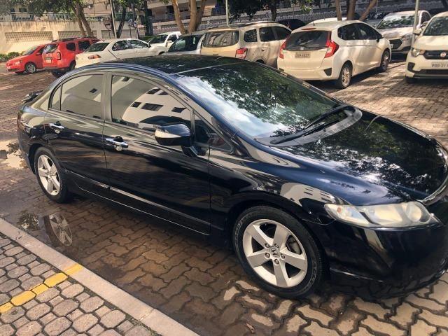Honda Civic preto manual LXS 1.8 completo com bancos em couro. IPVA 2020 pago - Foto 2