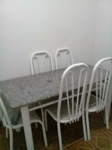 Vende-se mesa de granito,seis cadeiras,em ótimo estado, valor 400 reais - Foto 3
