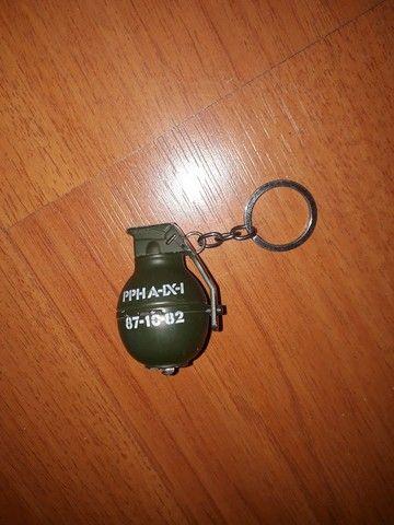 Chaveiro metal granada