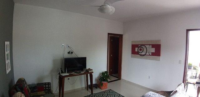 Casa cond. solar dos cantarinos 03 quartos, espaço para construir piscina e churrasqueira - Foto 3