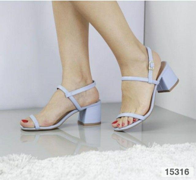 Sandália salto bloco médio  - Foto 4