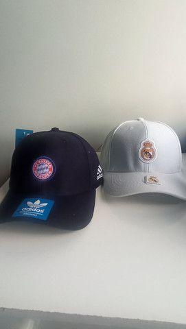 Bonés Real Madrid e Bayern de Munchen - Foto 3
