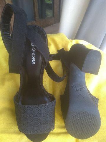 Sandálias de salto, nº 36 com desconto pra mãe sentir-se poderosa! - Foto 4