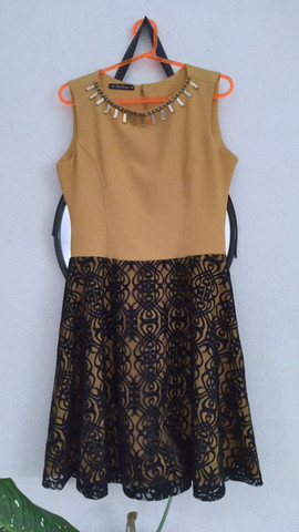 Vestido amarelo com renda preta - Foto 6