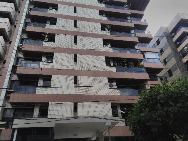 Apto na Ponta Verde, varanda, 3 quartos(1 suíte c/ varanda), DCE, área de serviço,