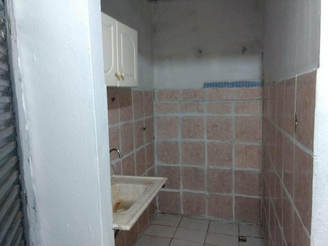 Quitinete com : 1 quarto 1 sala 1 cozinha e banheiro - Foto 2