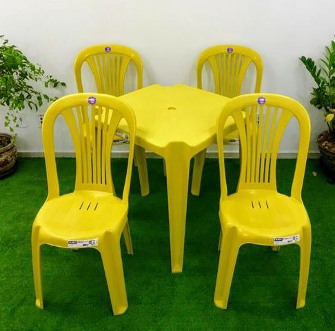 Conjunto de mesa com 4 cadeiras plásticas - Foto 3