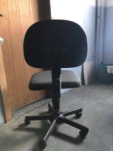 Cadeira de escritório com rodinhas - Foto 2