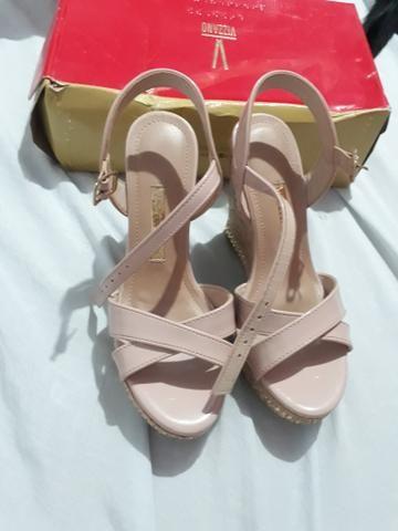 Sapato e 2 pares de sandálias e dou um par de tênis na cor rosa - Foto 2