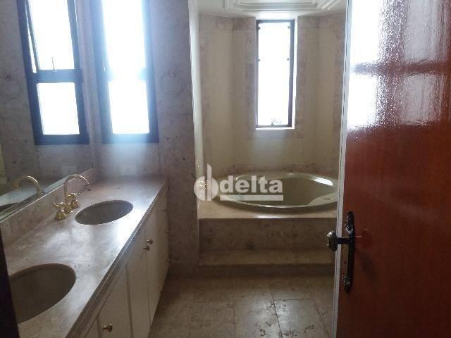 Apartamento com 3 dormitórios para alugar, 200 m² por R$ 2.500,00 - Centro - Uberlândia/MG - Foto 18