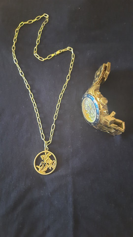 cordão e relógio invicta