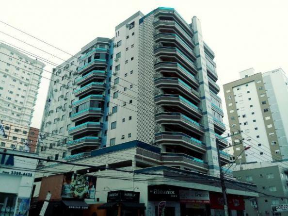 Apartamento na avenida de Meia Praia em Itapema