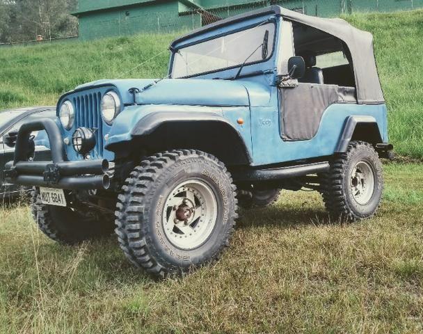 Trovão Azul Terrestre Jeep Willys CJ5