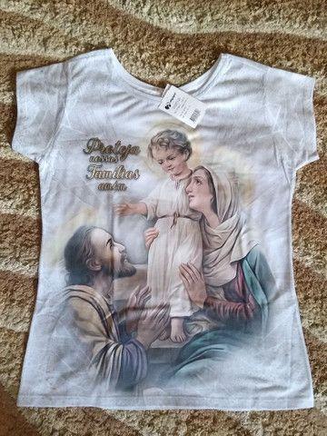 Vendo roupas com estampas religiosas - Foto 2