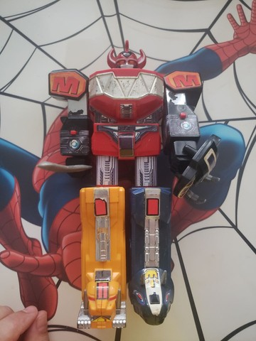 Megazord dos Power Rangers Bandai dos anos 90