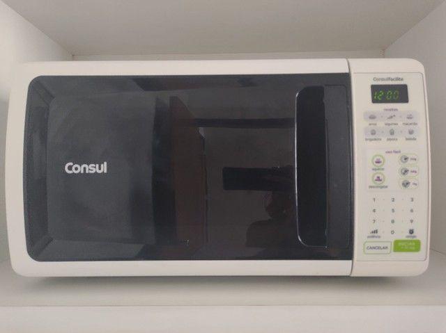 Vendo microondas Consul, 20 litros, voltagem 110, super conservado.