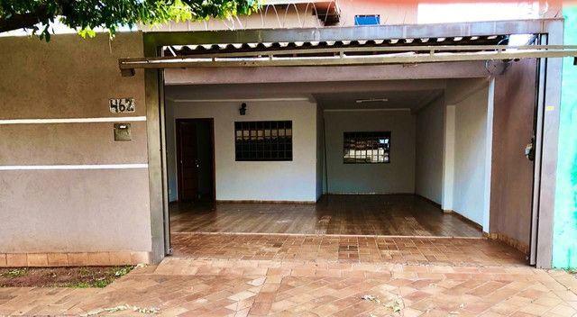 Linda Casa Jardim Monumento Próxima da AV. Guaicurus - Foto 3