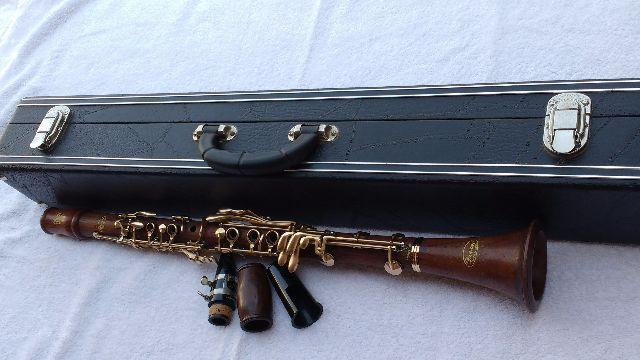 Clarinete Devon E Burgani Inteiriço Raridade,de Madeira
