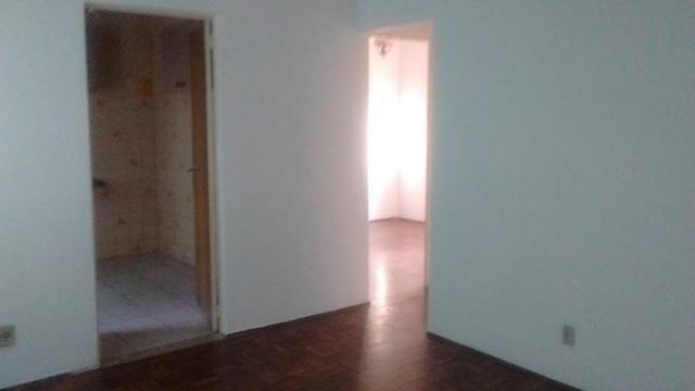 Apartamento simples com 02 quartos e 01 vaga coberta - Foto 2