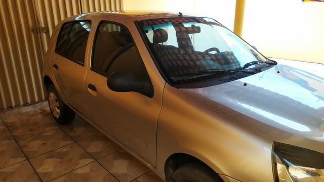 Vendo Renault Clio 1.0 flex 4 portas em perfeito estado, segundo dono!
