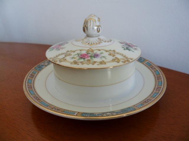 Mantegueira (Round Covered Butter Plate) em Porcelana Chinesa Noritake 5032 Colby Blue