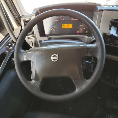 Caminhão Volvo VM330 Bitruck 2015 8x2 i- Shift Carroceria Aberta Ar condicionado bitruque - Foto 13