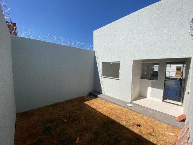 Casa para venda possui 58 metros quadrados com 2 quartos em Residencial Buena Vista I - Go