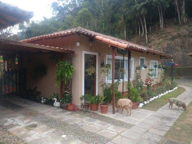 Casa linear com 3 dormitórios, 80 m², R$ 380.000 - Albuquerque - Teresópolis/RJ. - Foto 3