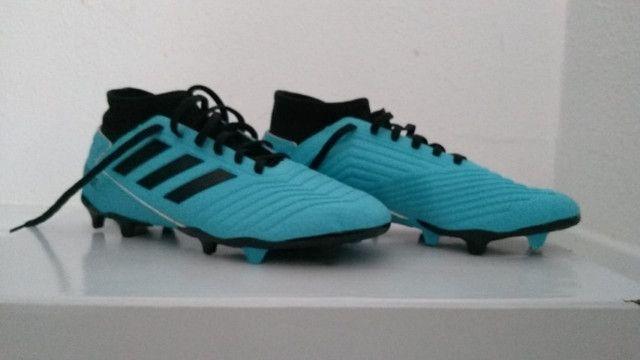 Chuteira Campo Adidas Predator 19.3, azul e preto numero 38, nunca usada - Foto 4
