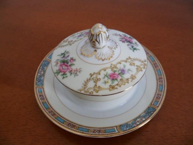 Mantegueira (Round Covered Butter Plate) em Porcelana Chinesa Noritake 5032 Colby Blue - Foto 2