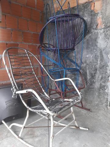 6 Cadeiras de ferro: Duas de balanço e 4 Redonda - Foto 4