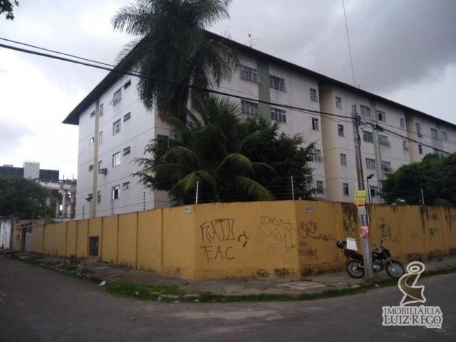 Aluga excelente apartamento no bairro Damas com 2 quartos e uma vaga de garagem, 60M²