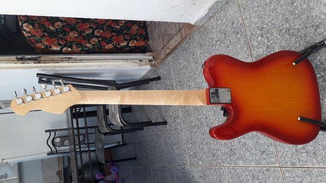 Guitarra mas pedestral e um cabo - Foto 4