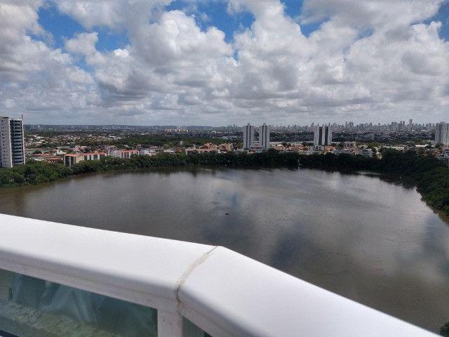 R-Lagoa do Araçá, apto. de três quartos com vista para a lagoa e terraço panorâmico - Foto 4