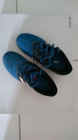 Chuteira Adidas Society ace 17.4 usada azul e preta, infantil numero 35 - Foto 4