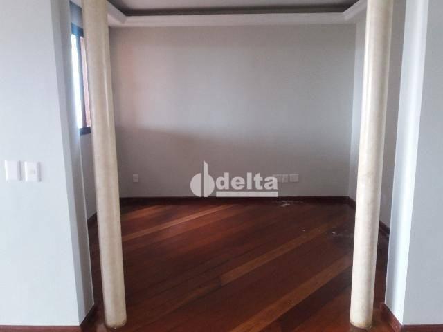 Apartamento com 3 dormitórios para alugar, 200 m² por R$ 2.500,00 - Centro - Uberlândia/MG - Foto 12