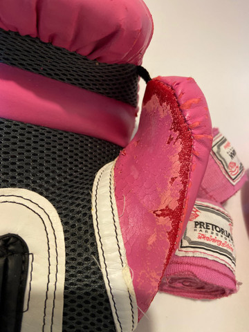 Kit Luva de boxe Everlast + bandagem Pretorian rosa - Foto 5