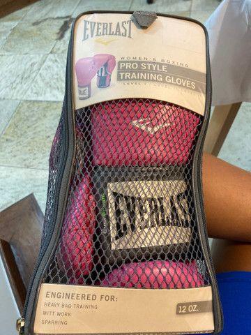 Kit Luva de boxe Everlast + bandagem Pretorian rosa