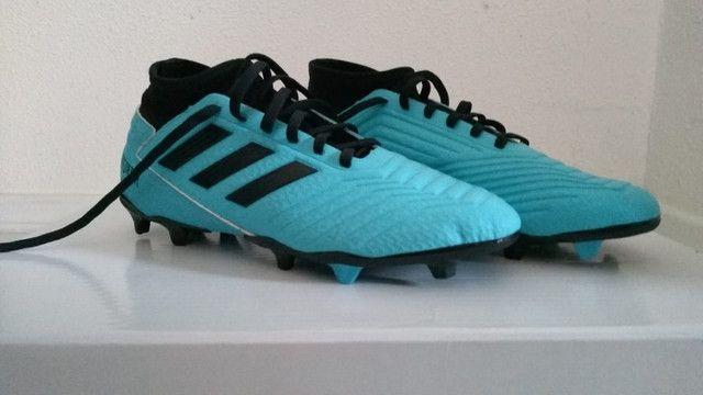 Chuteira Campo Adidas Predator 19.3, azul e preto numero 38, nunca usada - Foto 3