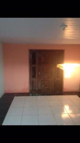 Casa com um grande terreno lateral no residencial Maracanaú para negociar