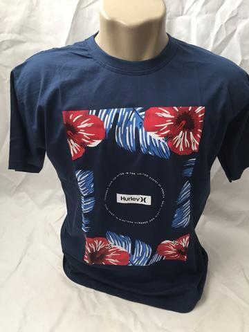 Camiseta lisa básica estampada floral e gola polo - Foto 6