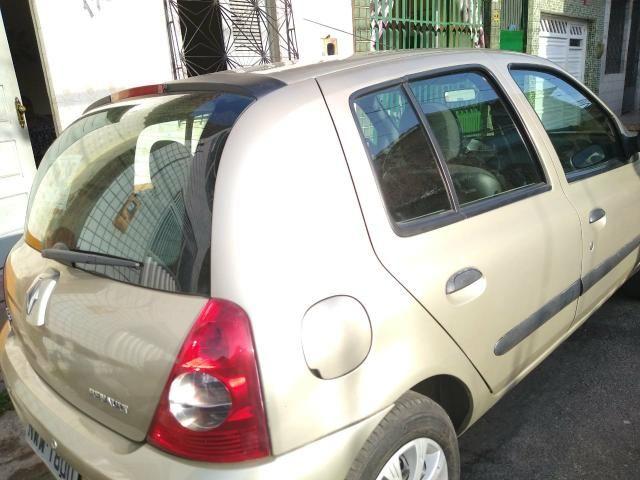 Vendo um Renault Clio tratar */ zap