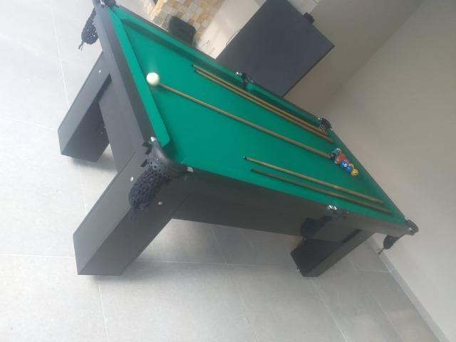 Mesa Charme e Bancos L. Cor Preta Tecido Verde Mod. ATMH7046