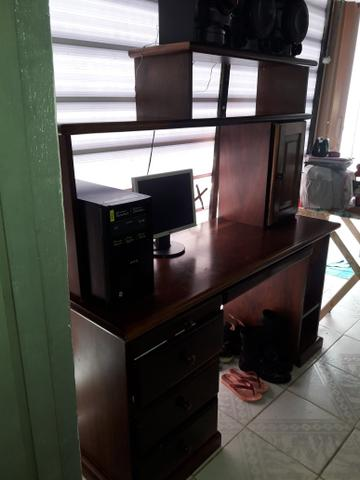 Vendo estante e mesa de computador são 2 e um
