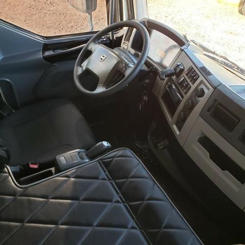 Caminhão Volvo VM330 Bitruck 2015 8x2 i- Shift Carroceria Aberta Ar condicionado bitruque - Foto 12