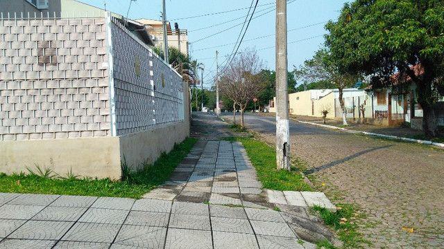 Duas Casas 4 dormitórios frente 2 Ruas estac 8 carros Junto Planalto - Foto 20