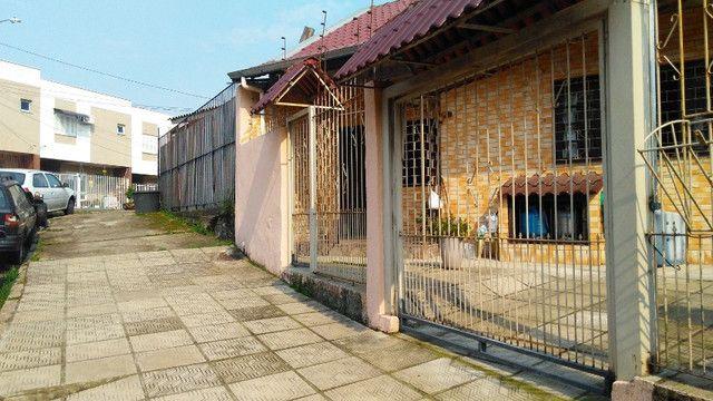 Duas Casas 4 dormitórios frente 2 Ruas estac 8 carros Junto Planalto - Foto 14