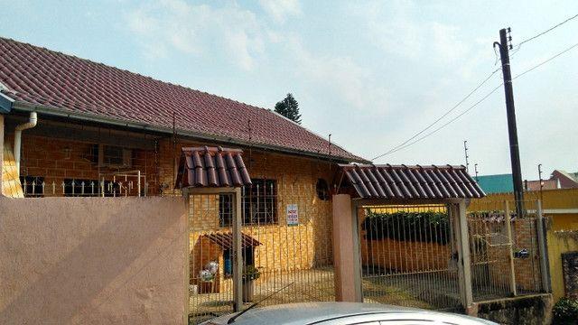 Duas Casas 4 dormitórios frente 2 Ruas estac 8 carros Junto Planalto